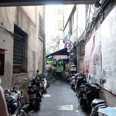 台北の旅 〜台北駅から徒歩7分、ビルの隙間の味な市場「城中市場」