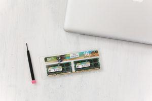 MacBook Proのメモリ交換で脱レインボーくるくる